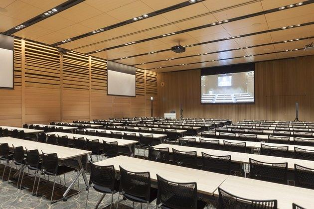 The Niigata Nippo Co., Ltd./【Seminar area】The hall has extensive AV equipment and is available to people outside the company.