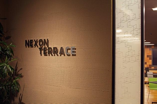 Nexon Co., Ltd./【Entrance area】The NEXONGATE symbol is shown on the glass surface.