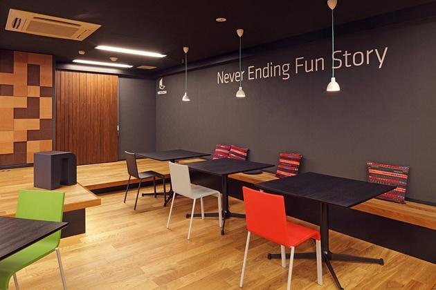 Nexon Co., Ltd./【Bench area】Displaying the catchphrase on the wall expresses the company's character.