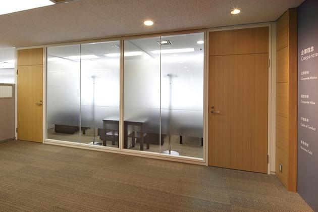 Takashima & Co., Ltd./【Reception room】Previously scattered across multiple floors, reception rooms were relocated for easy access from the entrance.