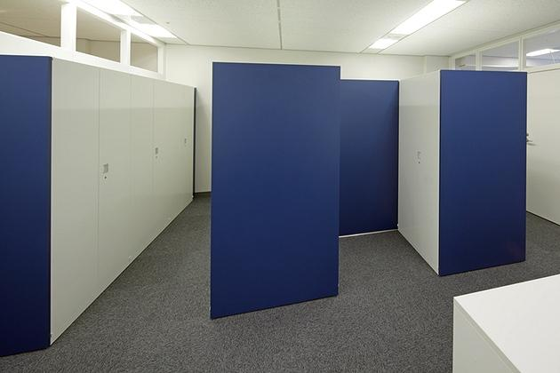 Takashima & Co., Ltd./【Changing rooms】Fixture doors were installed between lockers to create changing rooms.