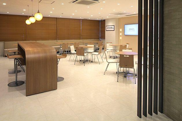 FANCL Corporation/【Lounge】The lounge area is used as a place for people to gather for training.