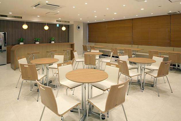 FANCL Corporation/【Lounge】The image presented is improved with wood blinds covering windows facing nearby buildings.