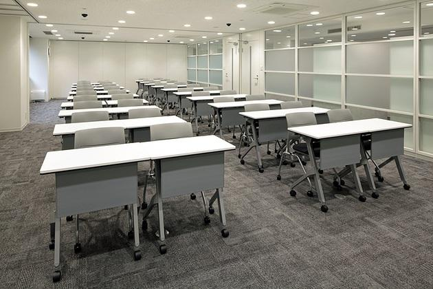 FANCL Corporation/【Training room】Dimmer-controlled LED are used to recreate the same illumination found in stores. Classroom lecture training can also be held.