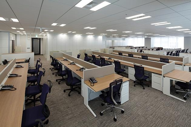 NINBEN Co., Ltd./【Office area】For desks, a 600D (depth) size was used. The resulting office has excellent unobstructed visibility.