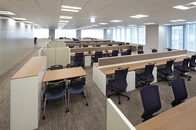 NINBEN Co., Ltd./【Office area】At the end of the desks, there are booths for meetings and OA equipment.