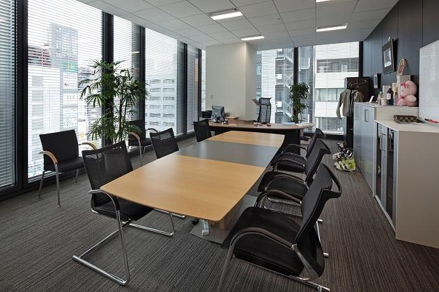 Amer Sports Japan, Inc./【Executive area】The president's office is located in a corner with a good view.