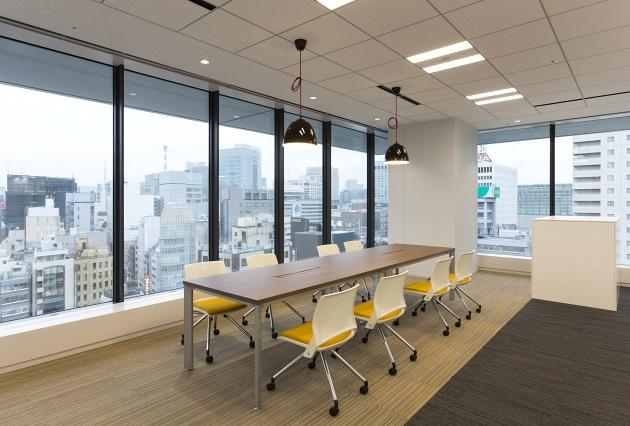 Group Holdings/【Open meetings】Meeting space is located in a corner with a good view.