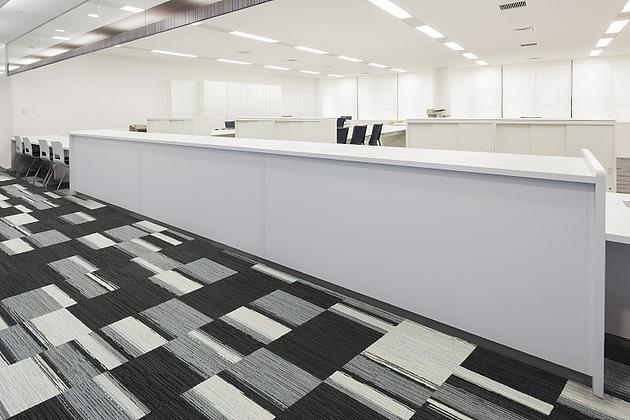 Nagahama/【Service counters (3F)】The business-services offices uses mostly high counters.