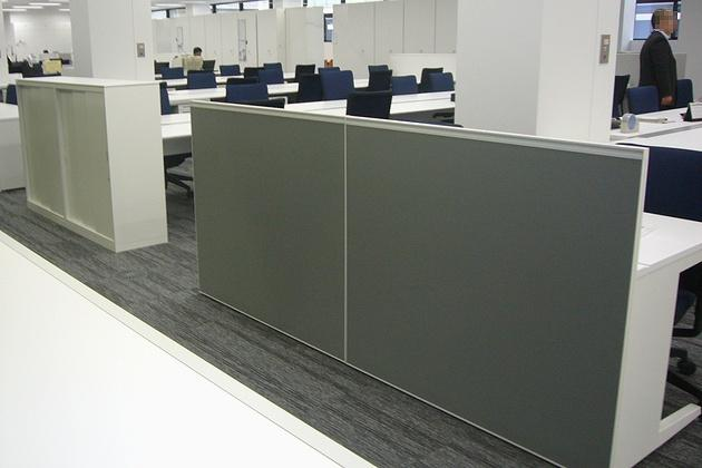 Nagahama/【Desk work service counters】To protect personal information, partitioning is done with panels and storage units.