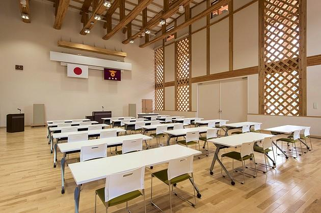 Town of Sumita in the Kesen District of Iwate Prefecture/【1F Town residents' hall】A multipurpose hall with nesting tables.