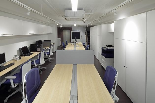 Mizorogi & Co., Ltd./【Office area】The office floor uses a skeleton ceiling to eliminate the oppressive feel of a low ceiling.
