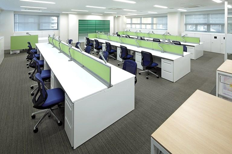 Muranaka Medical Instruments Co., Ltd./【Office space】Walls and desktop panels use each floor's color.