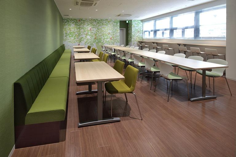Muranaka Medical Instruments Co., Ltd./【Refresh space】A refreshing space created with bright woodgrain and green furnishings.