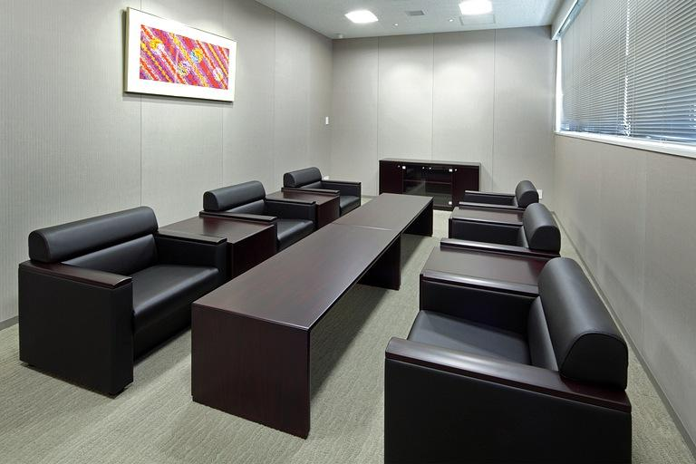 Muranaka Medical Instruments Co., Ltd./【Executive reception room】The reception room features high-quality furniture with a substantial feel.