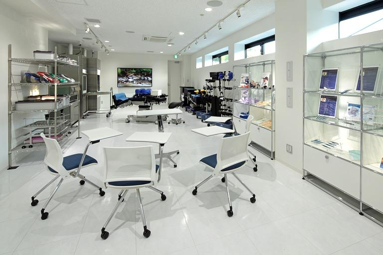 Muranaka Medical Instruments Co., Ltd./【Showroom space 2】The 2F showroom displays a wide variety of medical instruments.