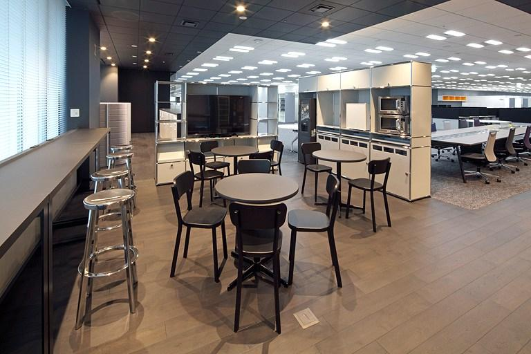 Tanseisha Co., Ltd./【Corridor area】At another corner, there is a tall café-style counter.