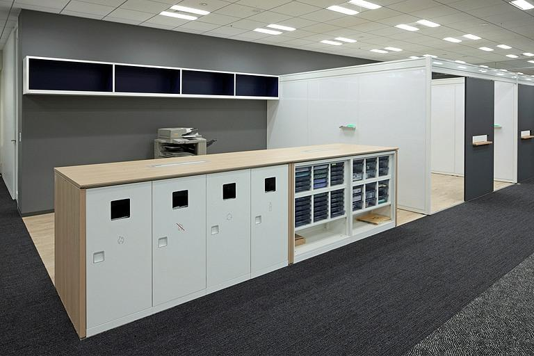Tanseisha Co., Ltd./【Office area】Print station for centralized access to copy machines, trash receptacles, etc.