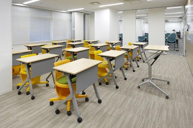 Taiyo Life Insurance Company/【Training room】Training room subdivided with movable partitions.