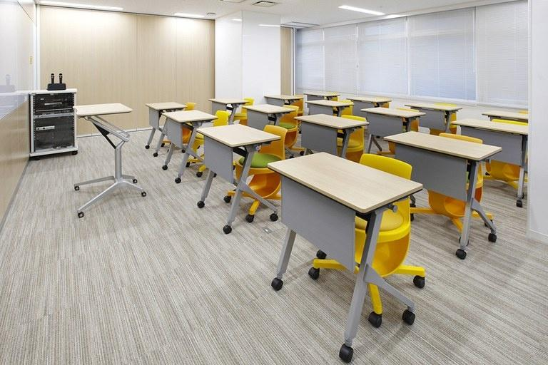 Taiyo Life Insurance Company/【Training room】Energizing vivid-color training room configured with personal tables.