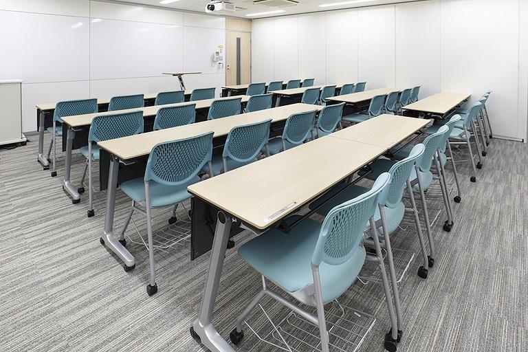 Taiyo Life Insurance Company/【Training room】The space used is changed with movable partitions (32 seats when subdivided).