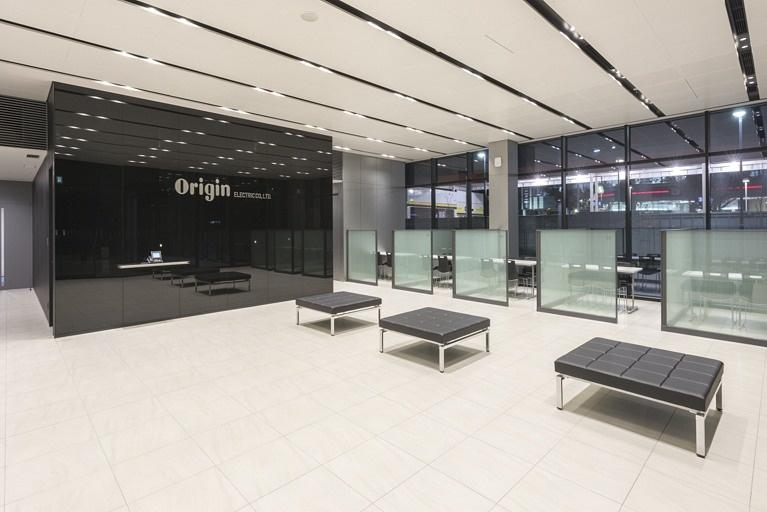 Origin Electric Co., Ltd./【Entrance (Technical Head Office)】An open and inviting entrance space facing the main road.