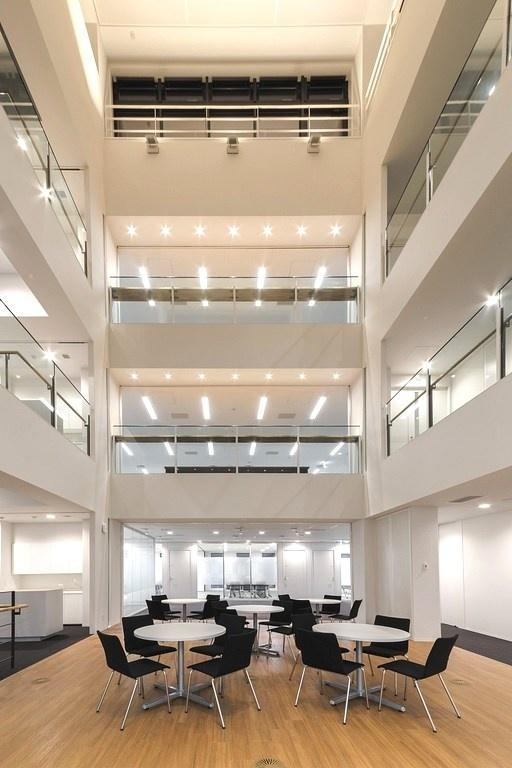 """Origin Electric Co., Ltd./【Ecovoid (Technical Head Office)】The four-story open-ceiling space serves as an """"interaction space"""" connected to all works spaces."""