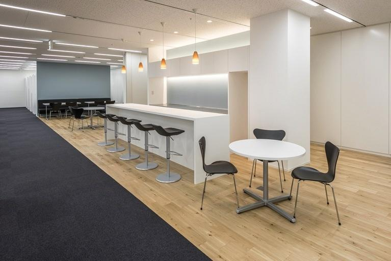 Origin Electric Co., Ltd./【Refresh space (Saitama-Shintoshin Head Office)】Intentionally situated in the center of the office, the refresh space is a place for internal interaction across departmental boundaries.
