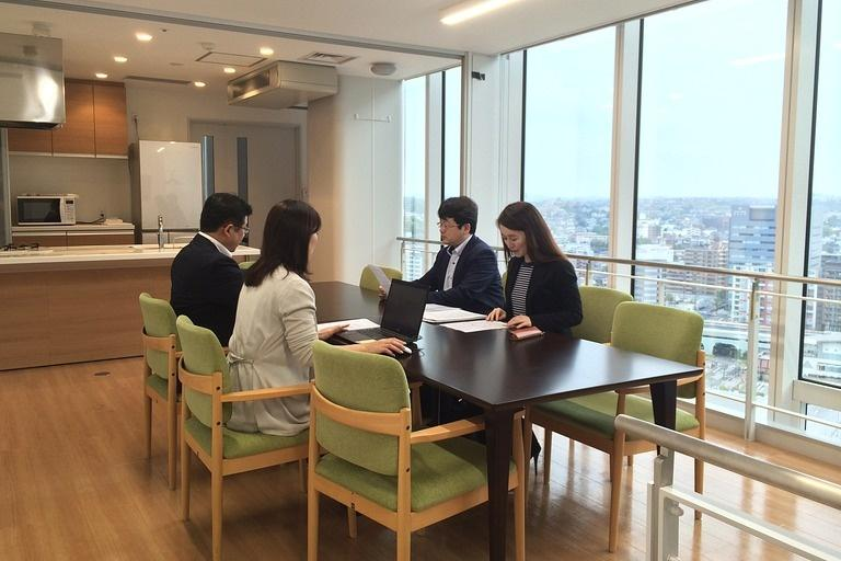 Ebara Foods Industry, Inc./【Dining room】A sample presentation room that reproduces a home dining area so it can also be used for photography.
