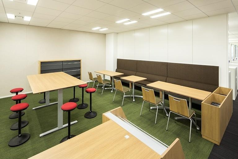 Kanden Realty & Development Co., Ltd./【Internal meeting corner】Located near the entrance, this open meeting space promotes upper-lower floor communication.