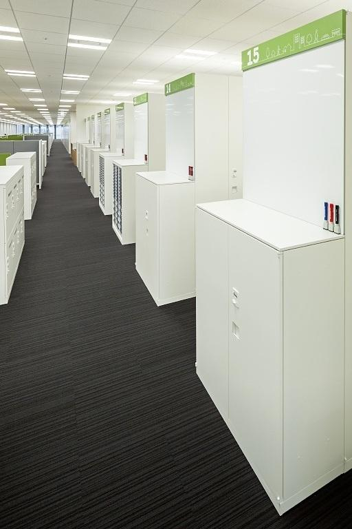 Kanden Realty & Development Co., Ltd./【Information boards】Whiteboards and signs make use of the side surfaces of cabinets set back to back.