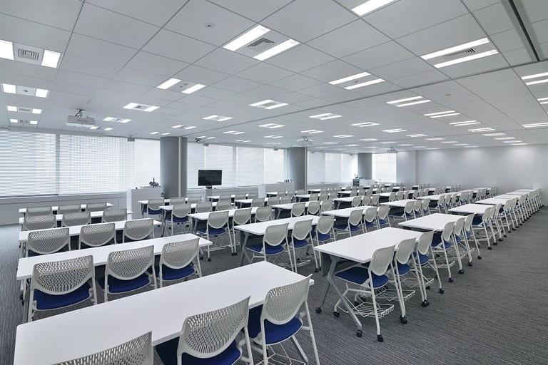 TIS Inc./【30F Training room】Flexible use achieved with movable partitions and furniture.