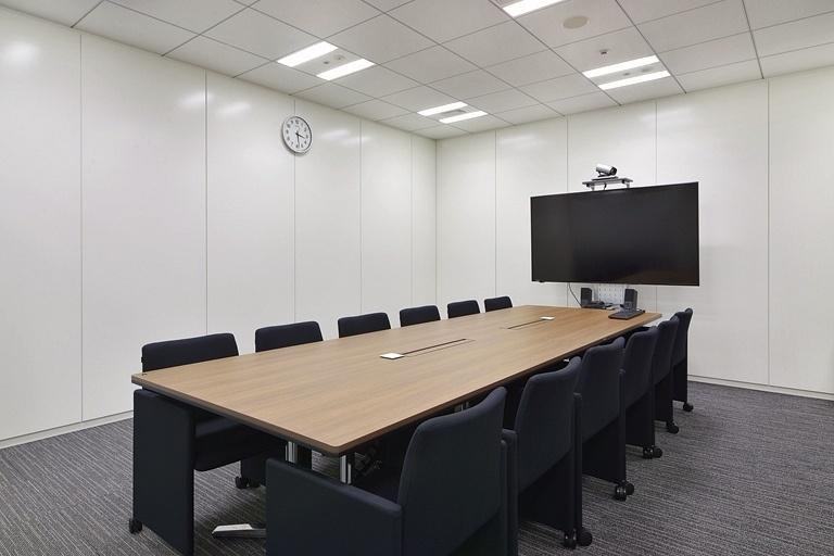 TIS Inc./【30F Conference room】This room is also used as a conference room for receiving visitors.