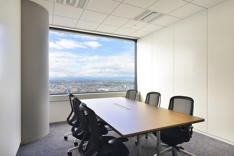 TIS Inc./【37F Reception room】There is an excellent view from this conference room, which is on the highest floor.