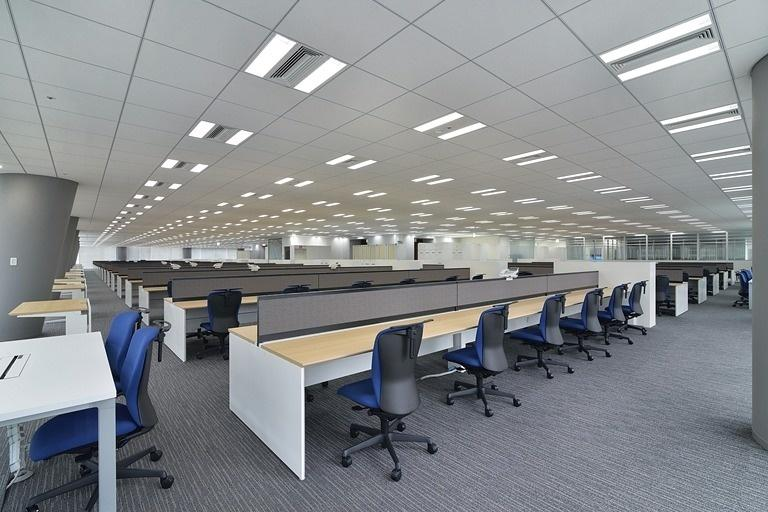 TIS Inc./【31F, 32F, 34F Offices】The open floor design enables viewing across the entire space.