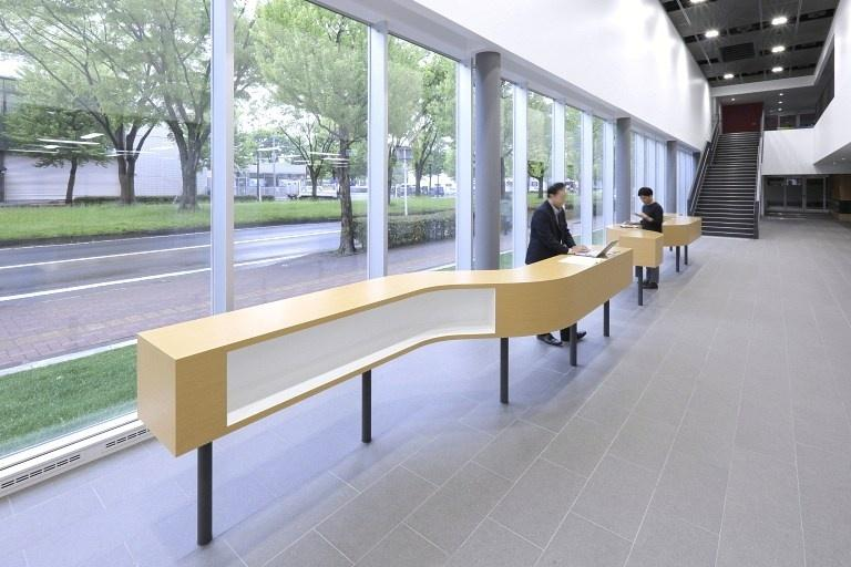 Sendai Oroshisho Center/【Business lounge】The window-side high counter serves to promote community ties.