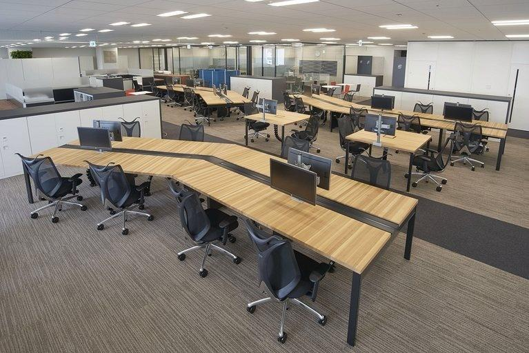 Aozora Bank, Ltd./【Free address tables】For the free-address seating, the HAGI series is used for the tabletops.